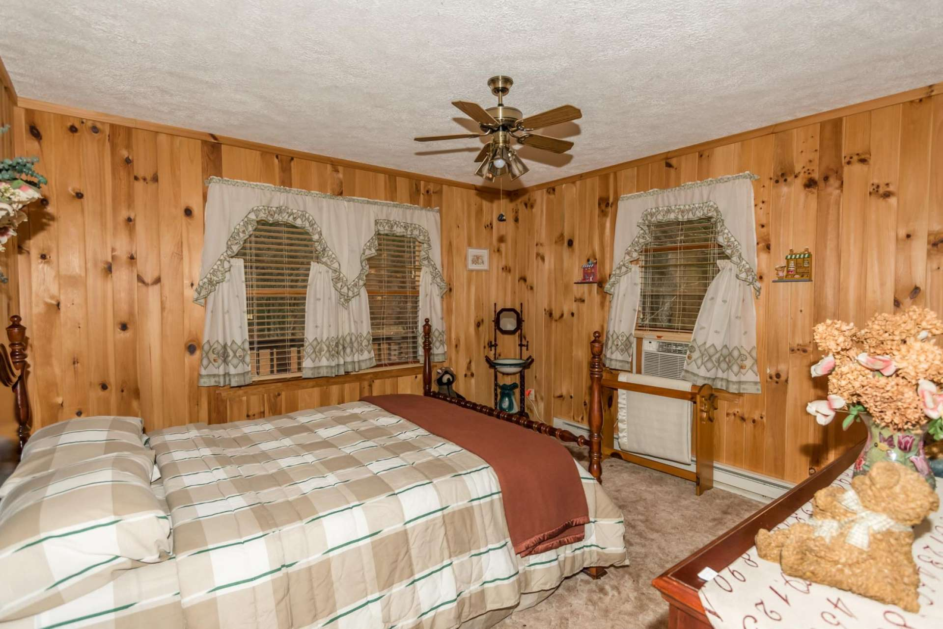 This is the main level bedroom, charming with comfortable carpeted floor. A full bath completes the main level floor plan.