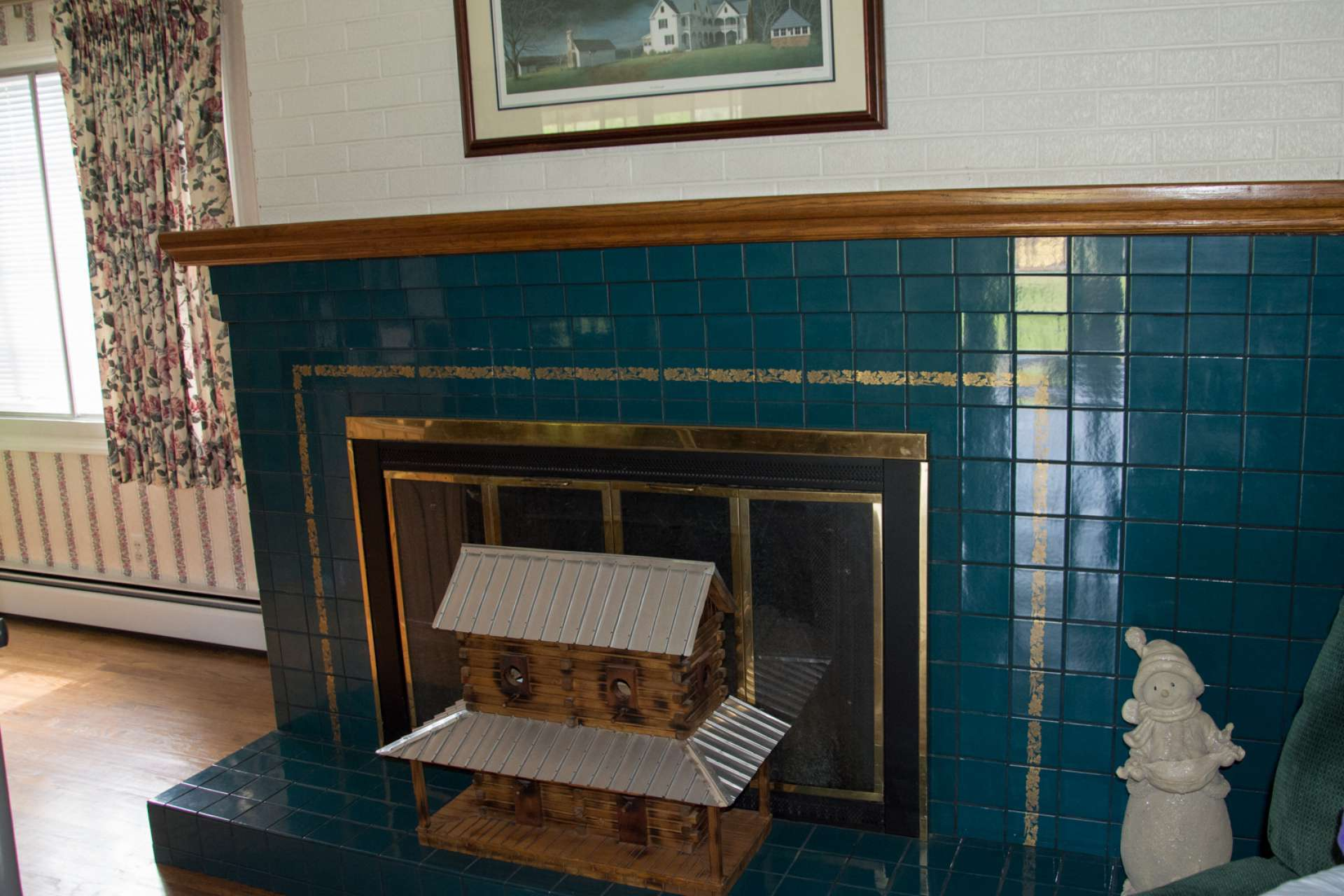 The fireplace has gas logs (no tank) installed but can easily be returned to wood burning.