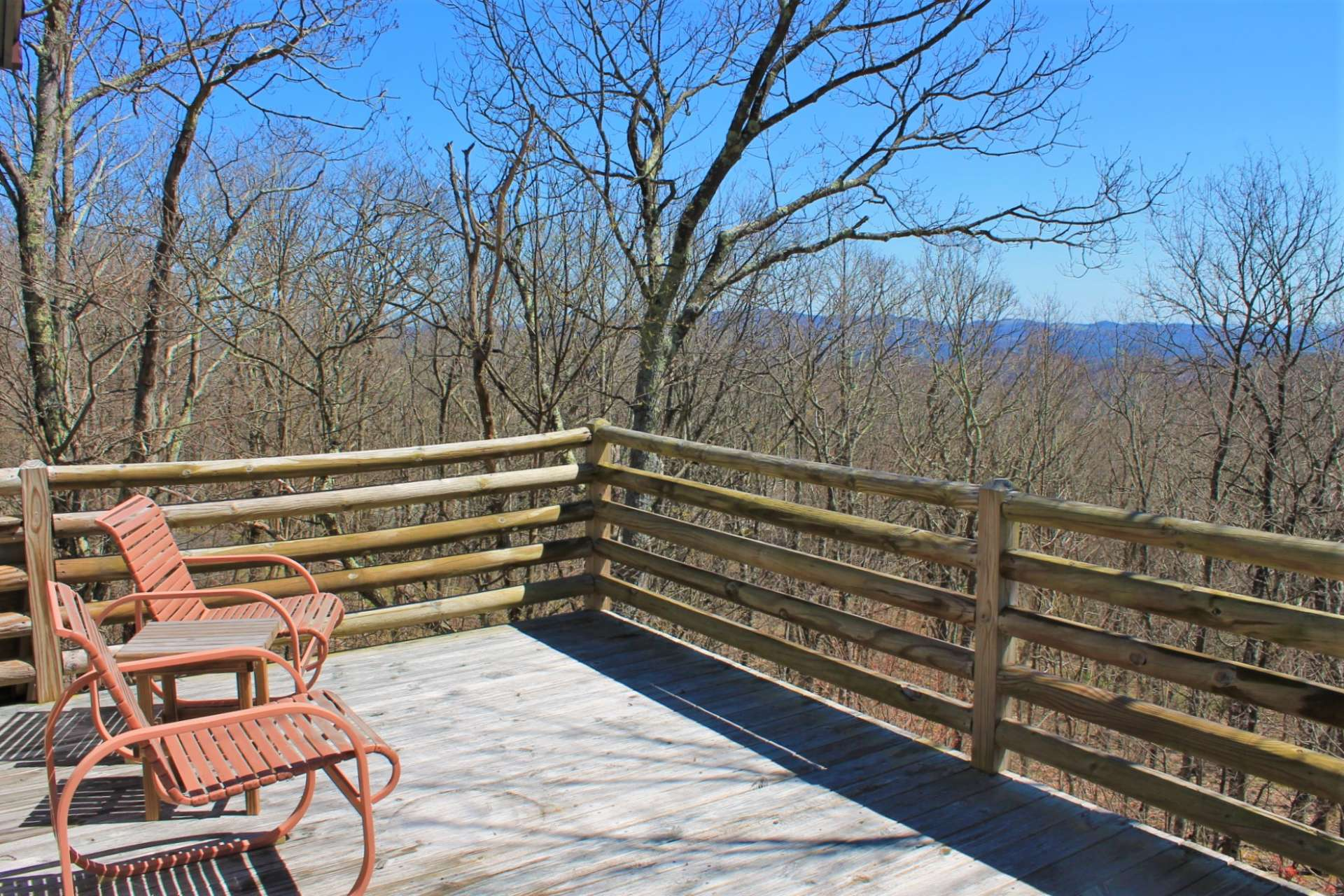 Private upper deck to catch some morning sunshine with your coffee or a romantic night of stargazing!!