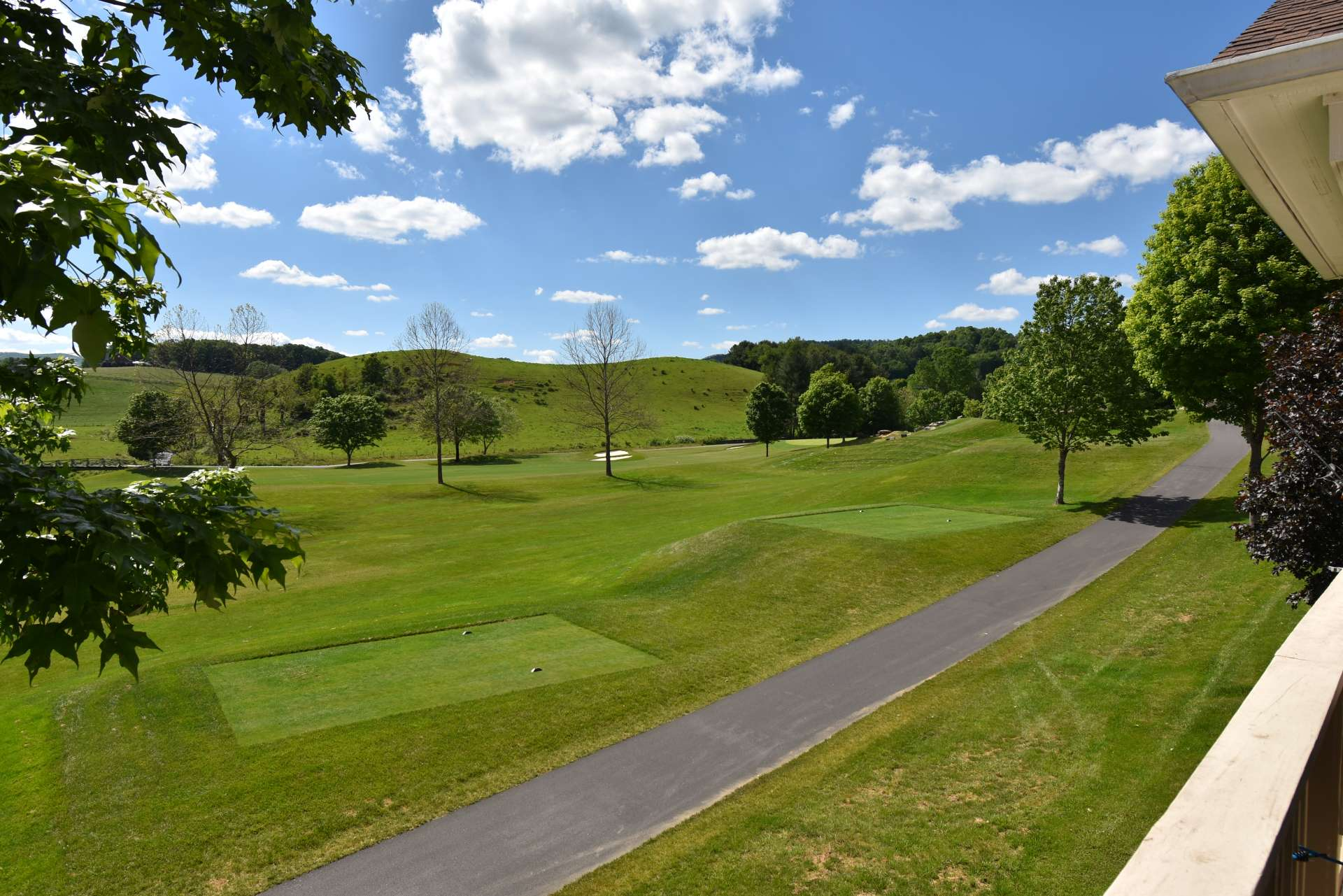 You will enjoy golf course living along with beautiful fairway views with Mount Jefferson towering in the background.