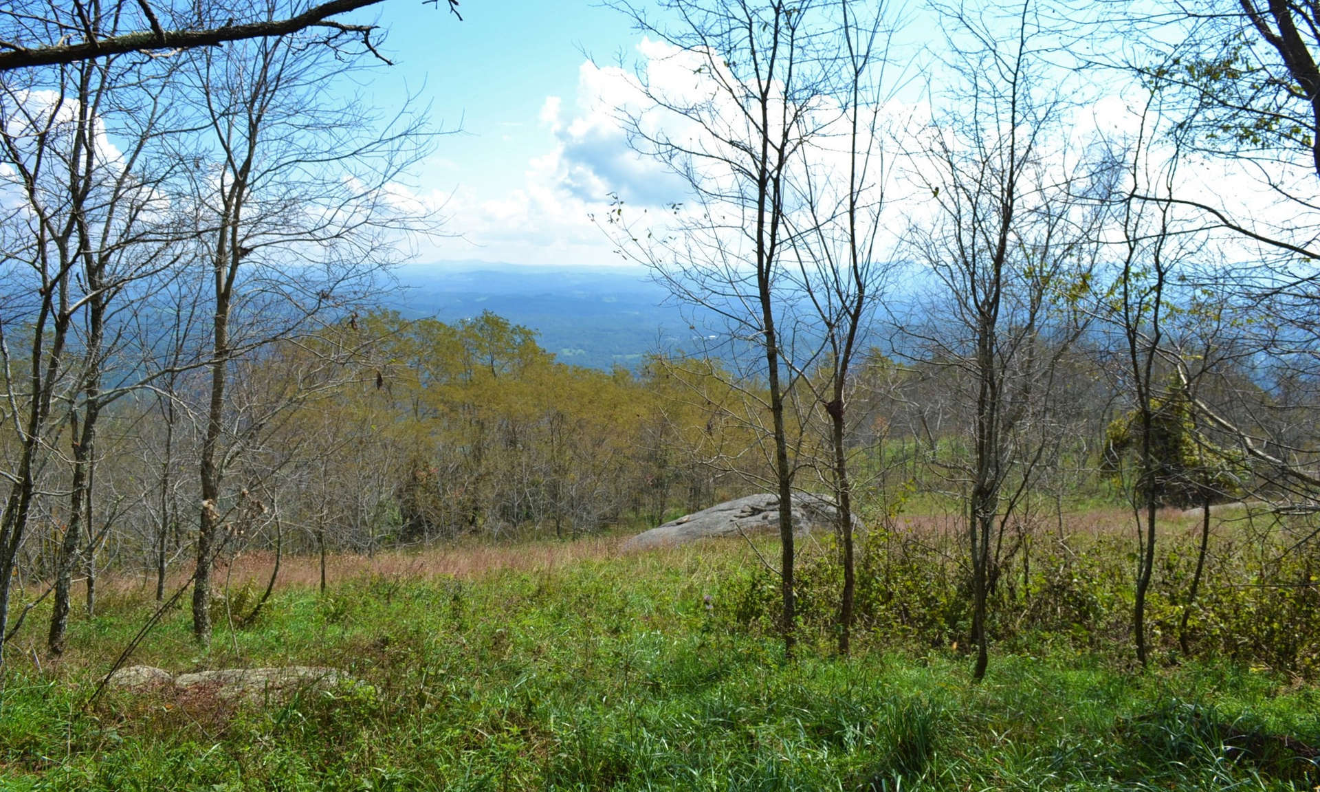 PREMIER PRIVATE MOUNTAIN TRACT IN POINT LOOKOUT MOUNTAIN!  Enjoy panoramic views from most locations on this 5.42 acre tract located in one of Grayson County's exclusive gated communities, Point Lookout Mountain.