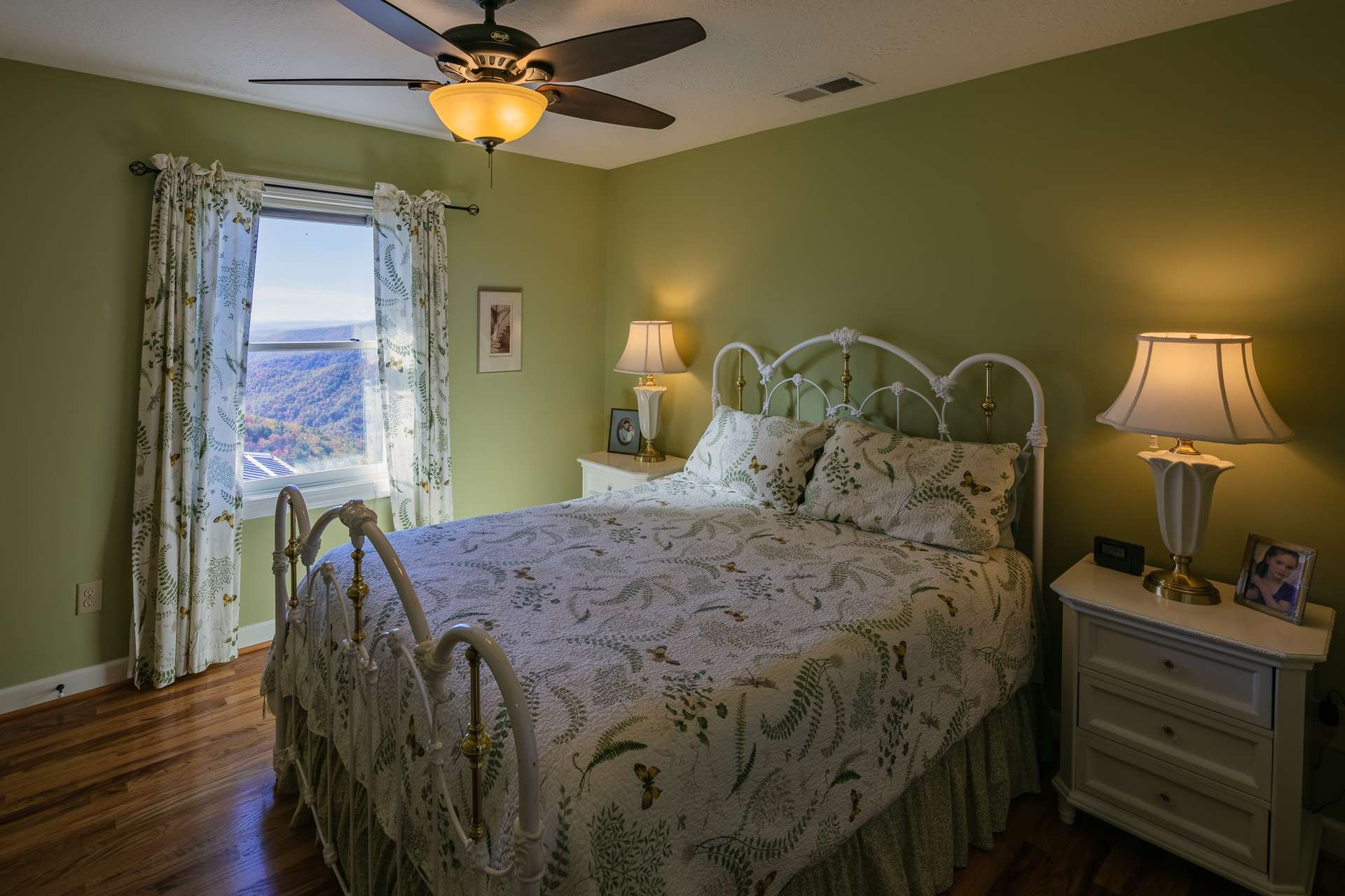 Also located on the upper level are two guest bedrooms and a full bath.