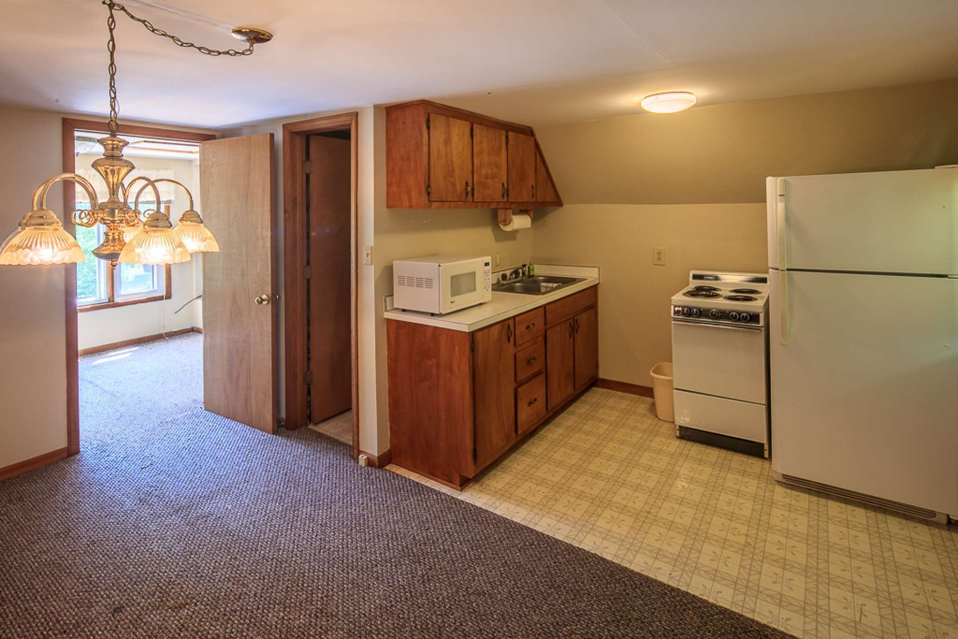 Complete with its own kitchenette, full bath, bedroom and small porch, this little home is just right for overnight guests.