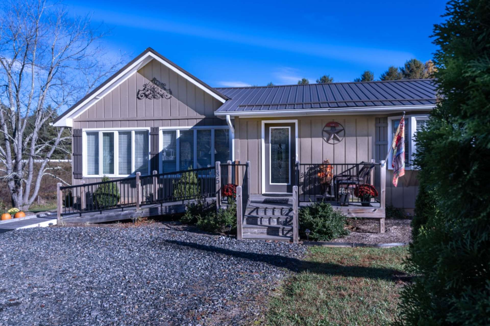 Handicapped accessible, this home offers modern craftsman style updates and is offered fully furnished.  The location is convenient to shopping in downtown West Jefferson and a short drive to Boone. Also enjoy recreational amenities of Mount Jefferson State Park and the New River.